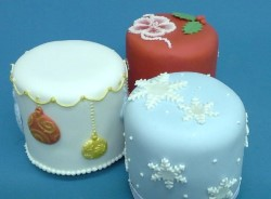 New Mini Christmas Cake Designs Hobby Lifestyle Inspired Creations Cake Decorating Classes And Courses